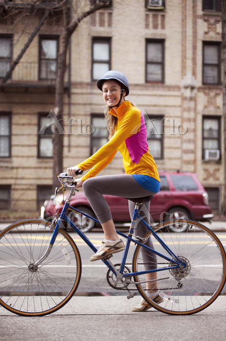 Portrait of female cyclist wit・・・