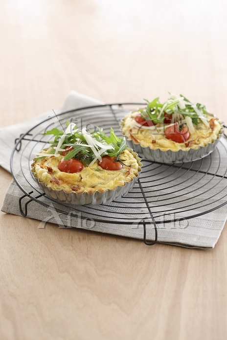 Mini tomato quiches with ham a・・・