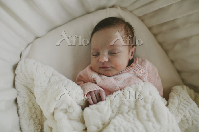 Overhead view of baby girl sle・・・