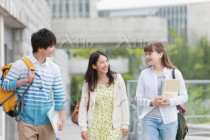歩く大学生