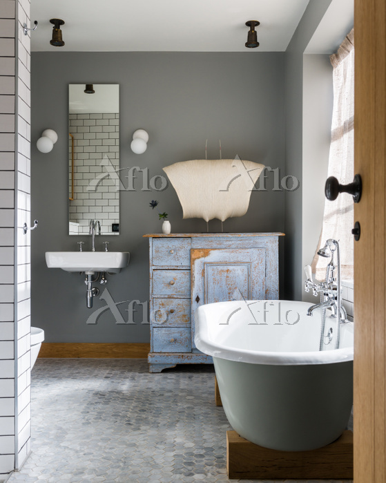 Free standing bath in bathroom・・・