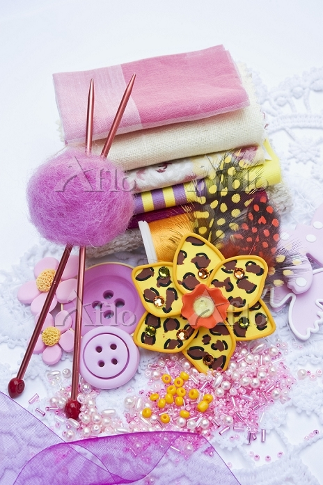 Assorted sewing and craft supp・・・