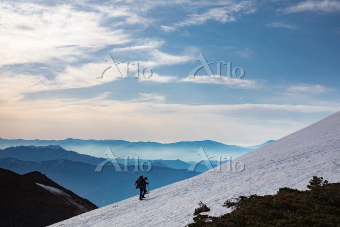 長野・新潟県 北アルプス 白馬大池付近の登山者