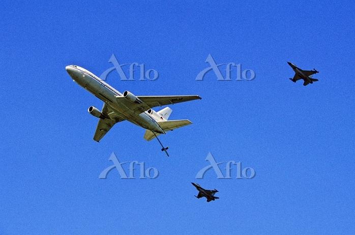 オランダ空軍KDC-10空中給油機とF-16