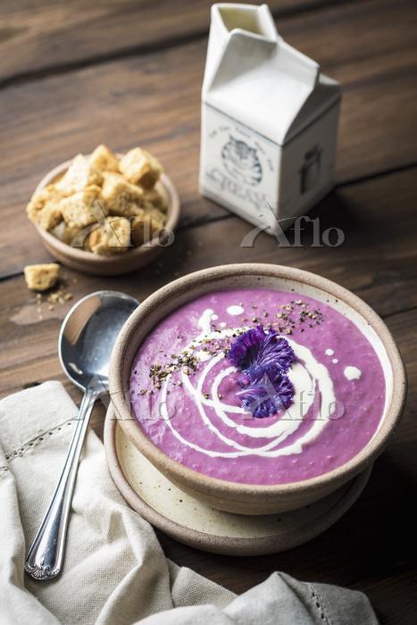 Cream of purple cabbage soup w・・・