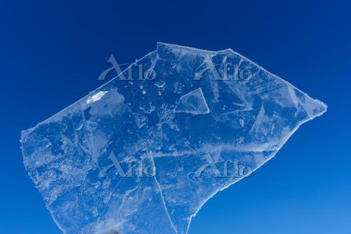 薄い氷と青空