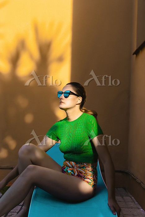 Woman with sunglasses sitting ・・・