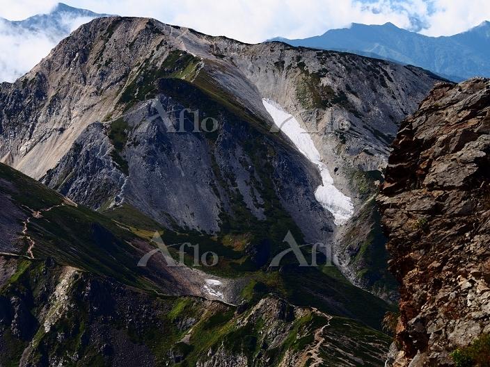 白馬岳頂上より白馬槍ヶ岳と五龍岳(左)を望む