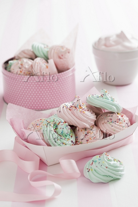 Pastel coloured meringues with・・・