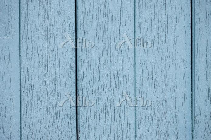 ペンキを塗った板壁