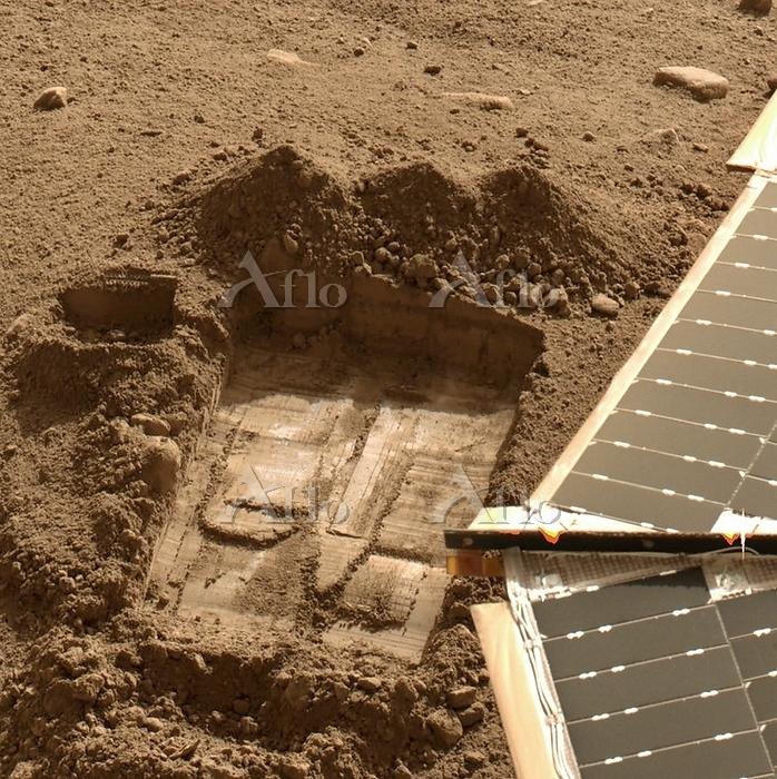 Mars surface. Phoenix lander s・・・