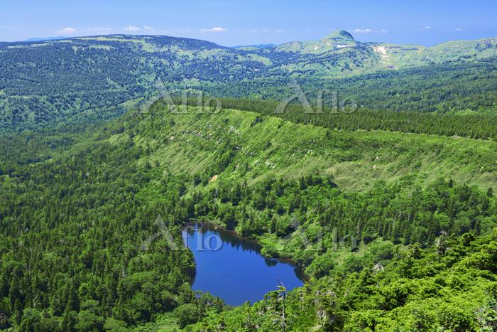 岩手県 茶臼岳山頂から八幡平と熊沼