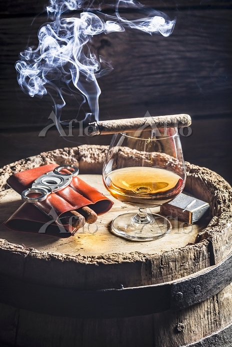 A glass of cognac and cigars o・・・