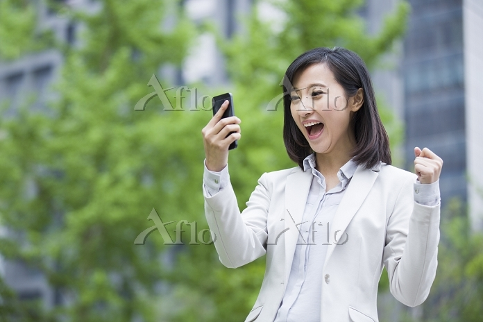 Excited young businesswoman wi・・・