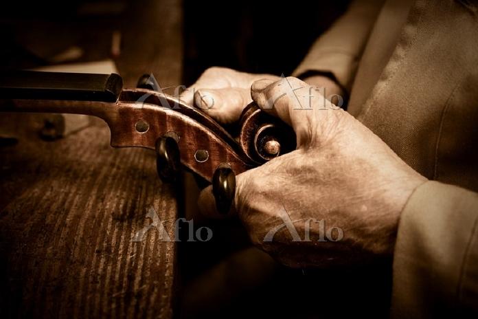 Luthier workshop  Manufacturin・・・