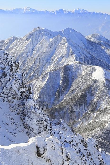 長野県 赤岳山頂付近より望む権現岳と北岳と甲斐駒ケ岳と仙丈ケ・・・