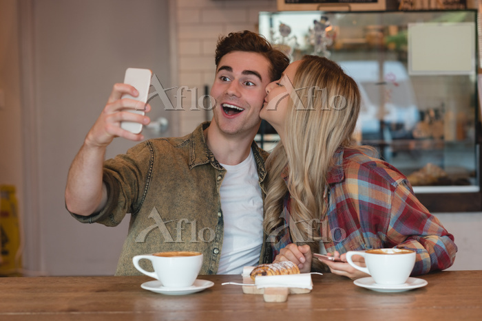 Young couple taking selfie in ・・・