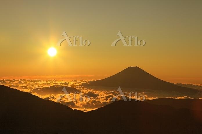 静岡県 上河内岳 富士山と朝日と雲海
