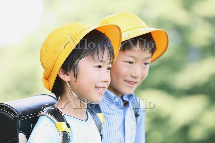 ランドセルを背負う日本人の小学生イメージ