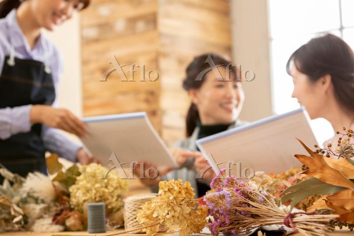 ワークショップを受けている日本人女性
