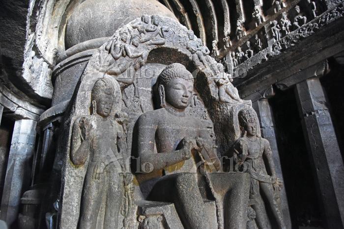 インド エローラ石窟群(仏教窟) 第10窟