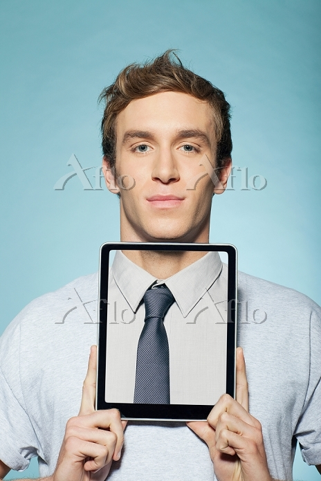 Man covering neck with digital・・・