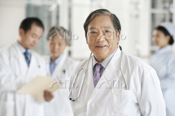 Senior Doctor with Doctors and・・・
