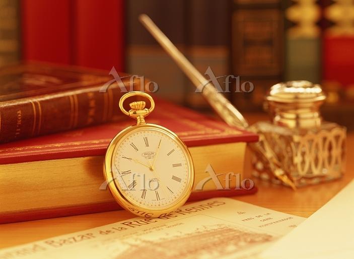 懐中時計と書籍