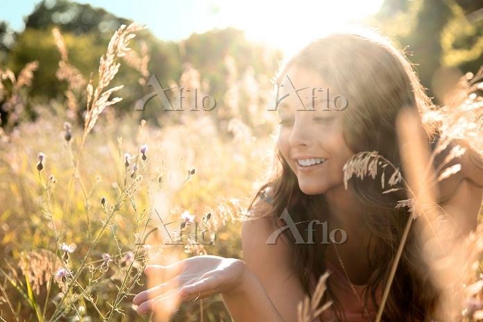 Teenage girl lying in field, c・・・