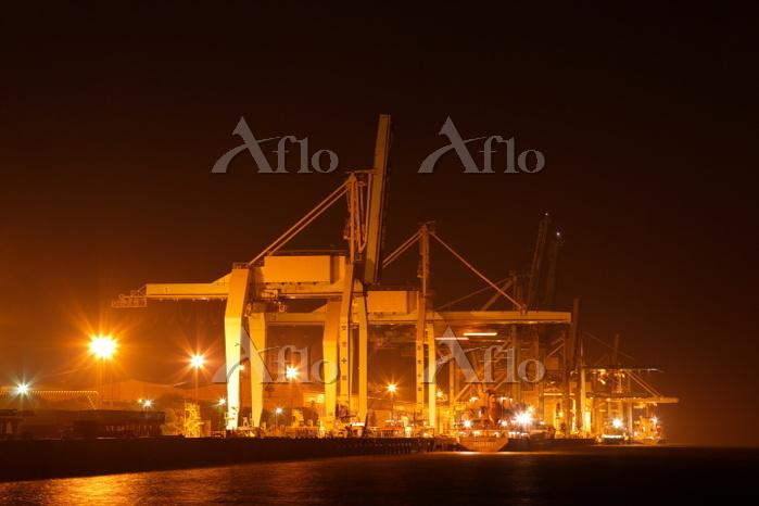 大分県 港のクレーン