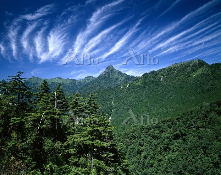 愛媛県 石鎚山とすじ雲