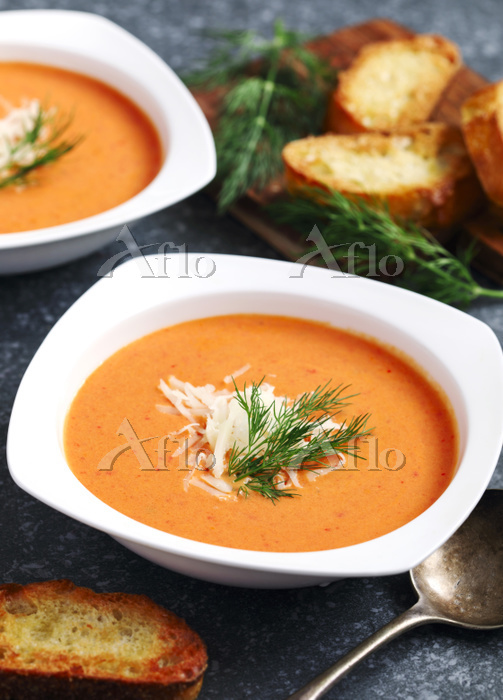 Tomato soup served in plate. Z・・・