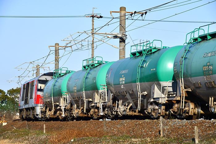 愛知県 関西本線 カーブを曲がるDF200牽引貨物列車(後追・・・