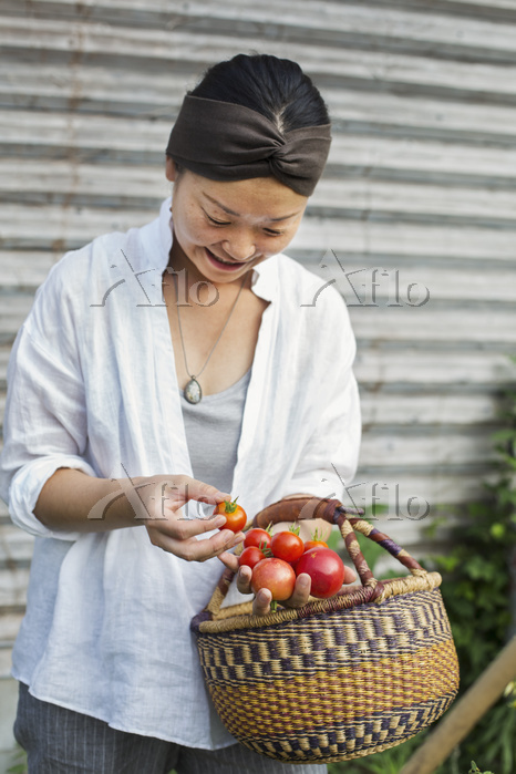 Smiling woman standing outdoor・・・
