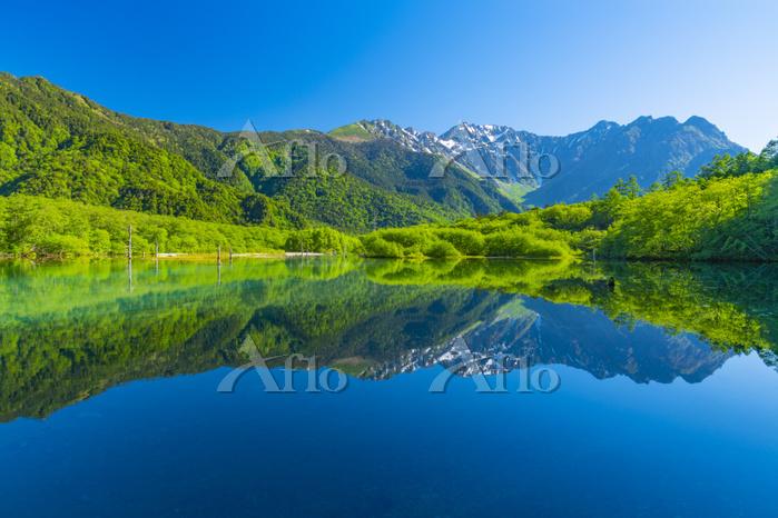 長野県 上高地 大正池と穂高連峰