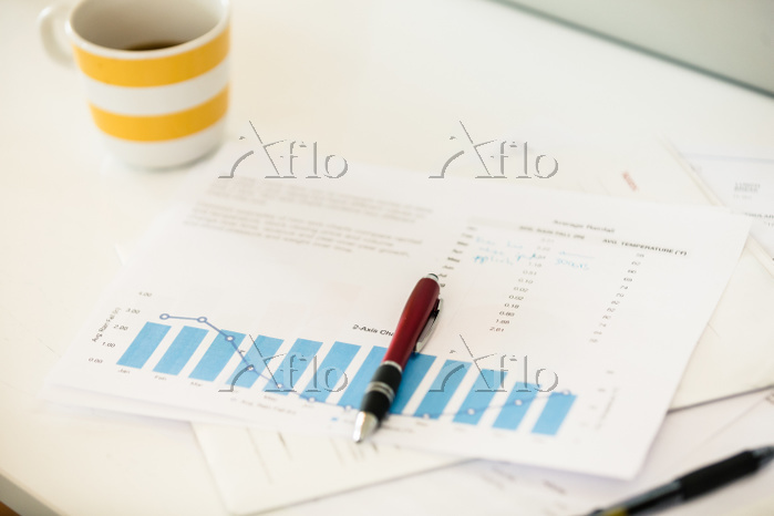 Coffee cup, bar chart and pen ・・・