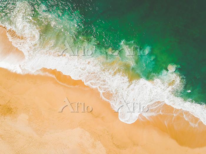 砂浜に寄せる波