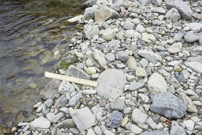 流れる水の働き/川の様子 - 高知・四万十川 上流 河原の石・・・