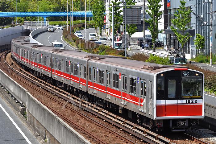 大阪府 北大阪急行電鉄 カーブを曲がる大阪メトロ10A系普通・・・