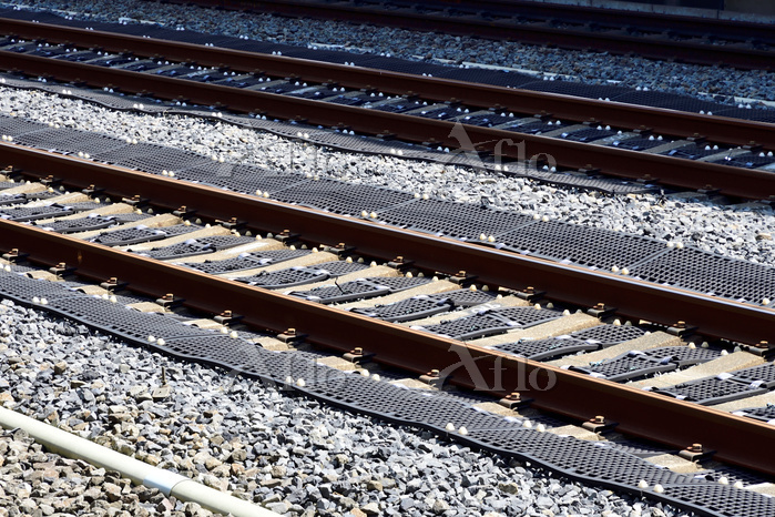 新幹線軌道のバラスト飛散防止ネット