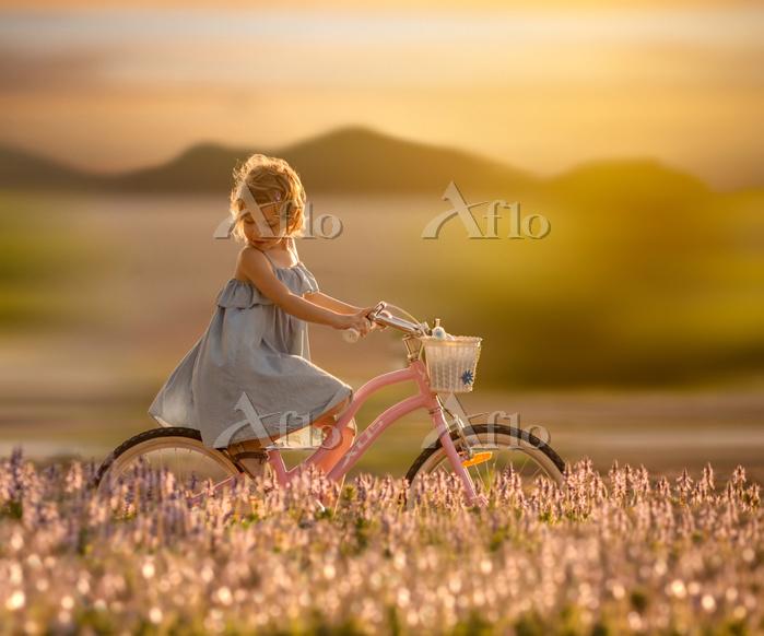 Little Girl Riding Bike In Flo・・・