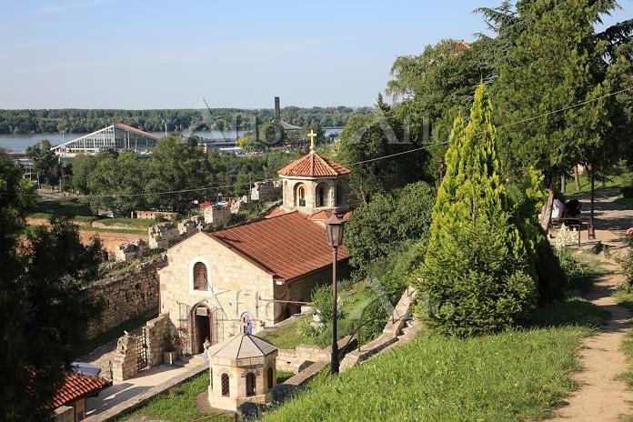 セルビア ベオグラード カレメグダン公園 聖ペトカ教会とドナ・・・
