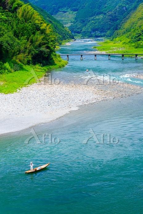 高知県 仁淀川 沈下橋と釣り舟