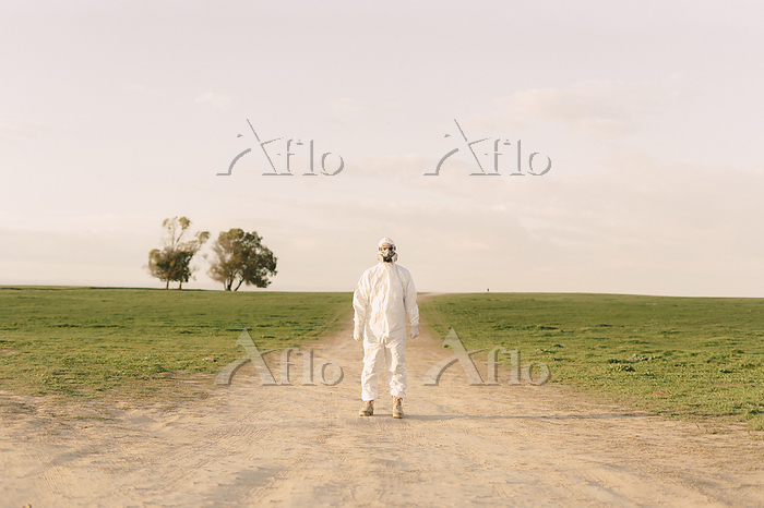 Man wearing protective suit an・・・