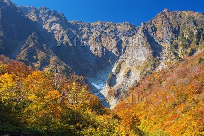 群馬県 谷川岳 紅葉の一ノ倉沢
