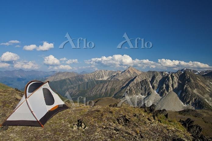 カナダ 山の尾根にあるテント