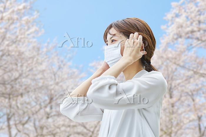 マスクをつけた日本人女性