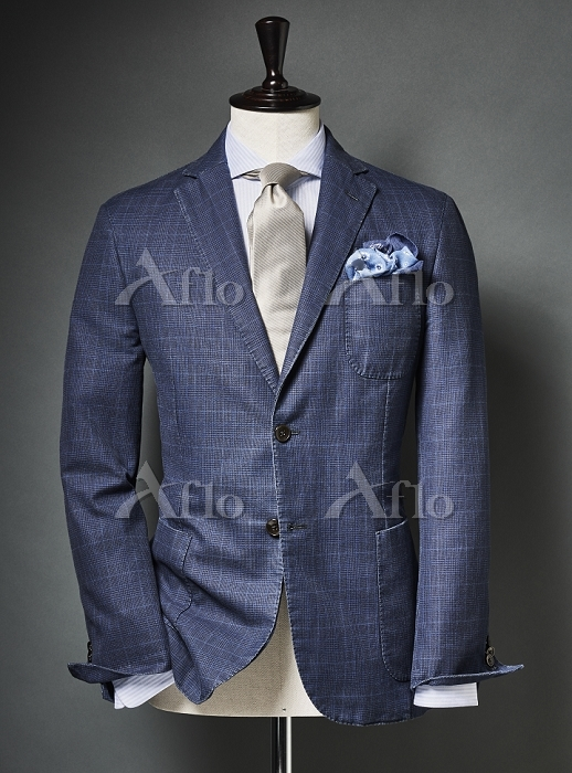Blue colored suit with tie and・・・