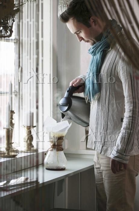 Young man wearing scarf making・・・