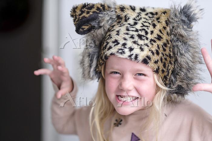 Portrait of little girl wearin・・・